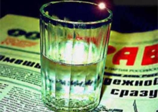 Жительница Оленегорска торговала опасным спиртным